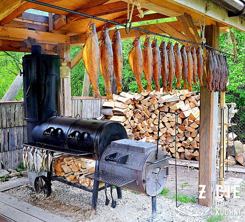 grill, wedzarnia, wedzenie ryb, wedzenie pstraga, pstrag wedzony, pstrag potokowy, hodowla pstraga, ryby, zycie od kuchni, gdzie zjesc w ojcowie, ojcow, co zjesc w ojcowie, ojcowski park narodowy
