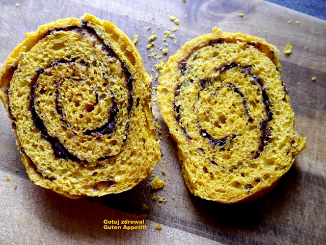 Dyniowe rollsy cynamonowo-czekoladowe - Czytaj więcej »