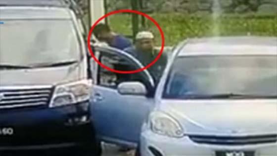 Lelaki Berkopiah Pecah Cermin Kereta, Curi RM30K