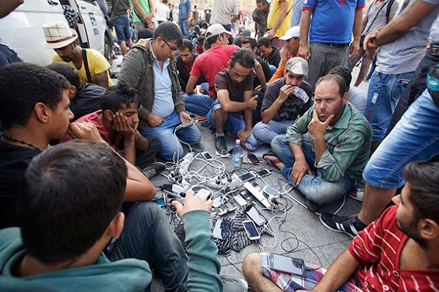 Αποκάλυψη: Συντονισμένες με ένα... SMS ήταν οι εξεγέρσεις στις προσφυγουπόλεις από Ειδομένη μέχρι Χίο! (vid)