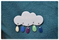 broche nuage et gouttes couleurs froides