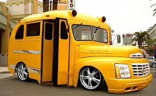 automovil inusual color amarillo
