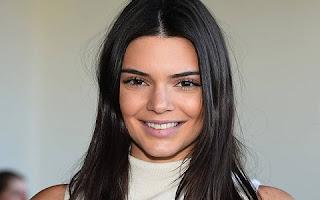 Kendall Jenner, de 20 anos, irmã de Kim Kardashian, dividiu a terceira colocação com Karlie Kloss, subindo da 16ª posição no ano anterior.