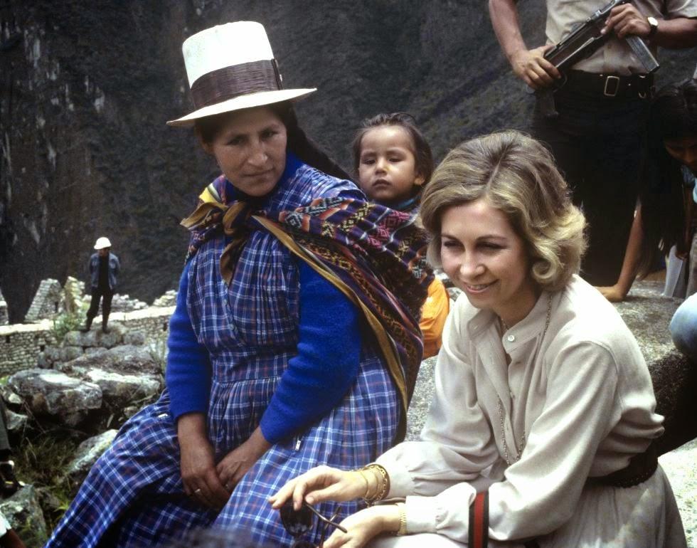 9the+travel-H.M.+Queen+Sofia+of+Spain,+n%C3%A9e+Princess+of+Greece+in+Peru+1978.jpg