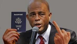 Doigt d'honneur de Martelly aux parlementaires en exhibant son passeport sur la question de sa citoyenneté douteuse