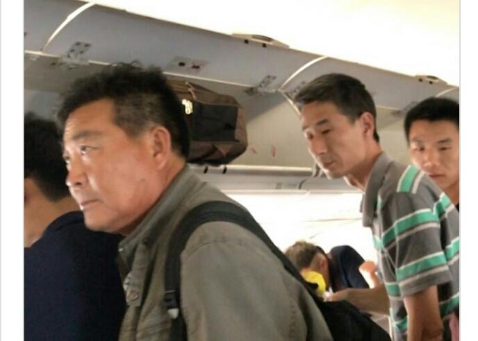 Vokalis Band Ini Kaget Bukan Main Saksikan Banyaknya TKA Keturunan Cina di Pesawat