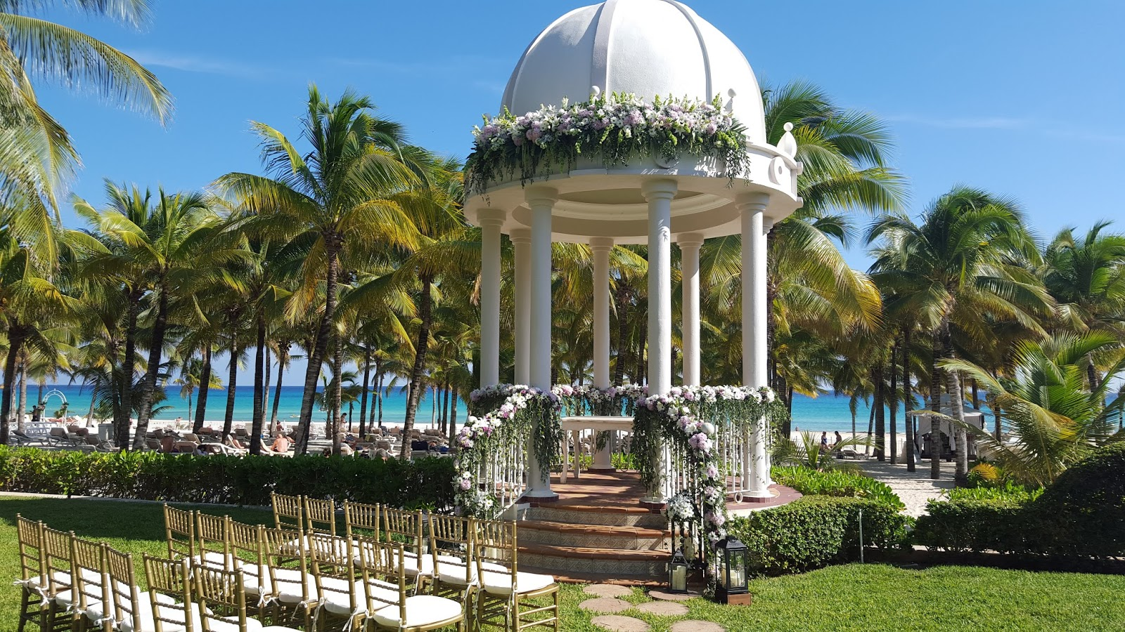 Ideas fant sticas de gazebos para tu boda en la playa for Gazebo proiettato con camino