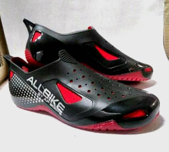 Sepatu Safety untuk melindungi kaki saat diarea banjir