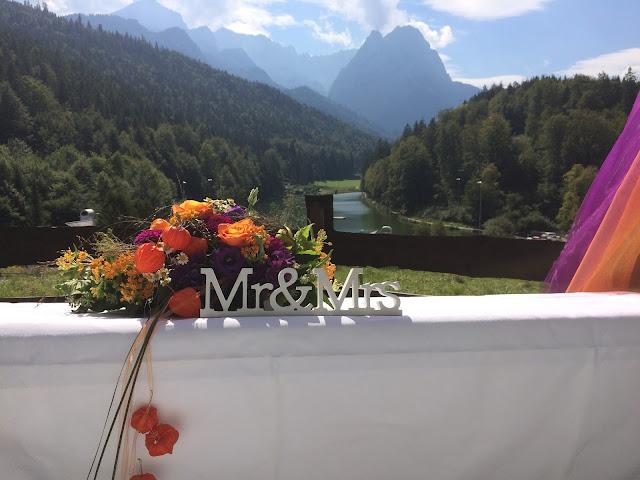 Altargesteck freie trauung Herbst-Hochzeit in den Bergen, Lila, Orange, Riessersee Hotel Garmisch-Partenkirchen, Bayern, Autumn wedding in Bavaria, Lilac and Orange