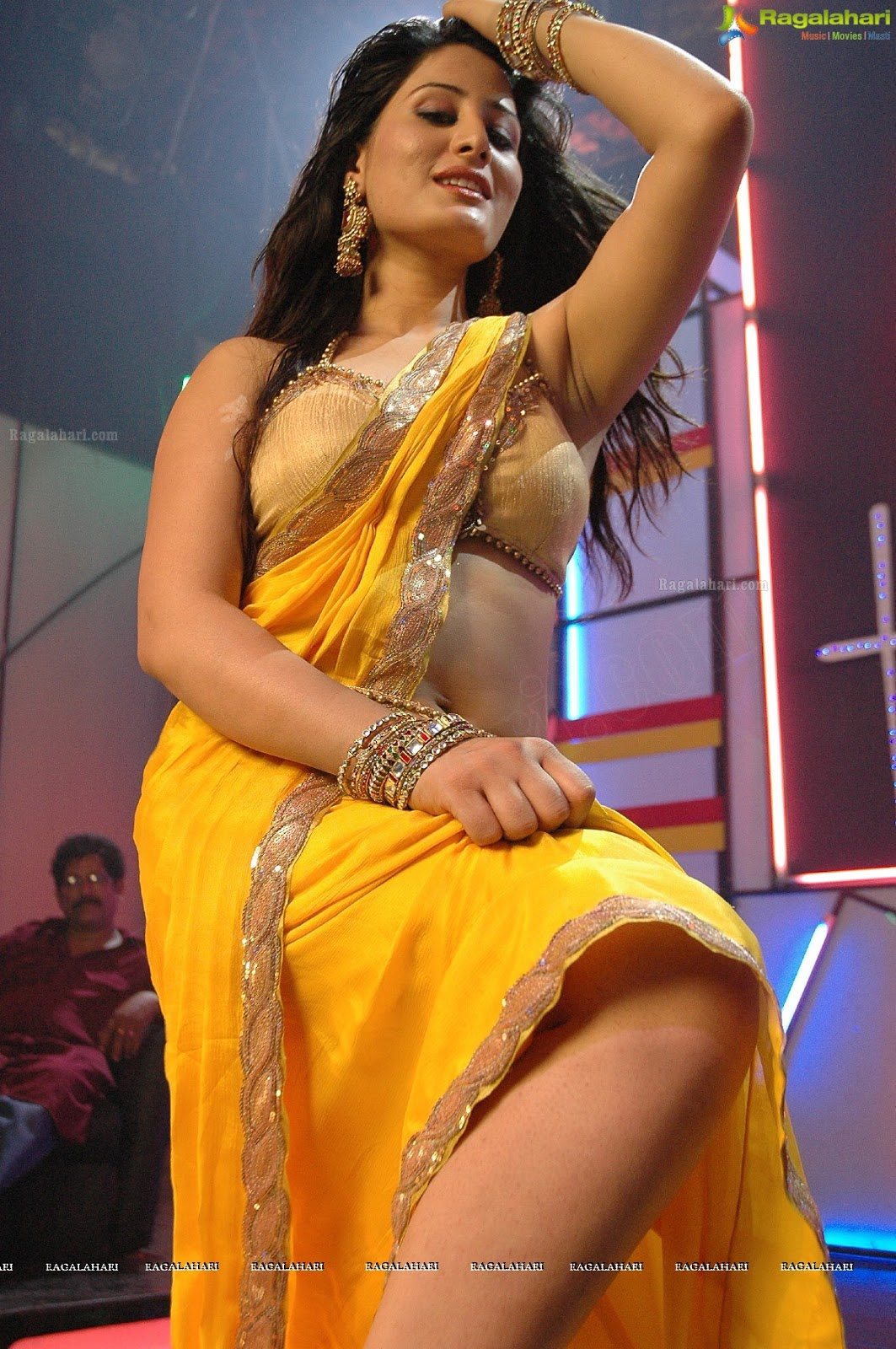 Ajju Hot Navel And Cleavage Show Photos In Saree From Item