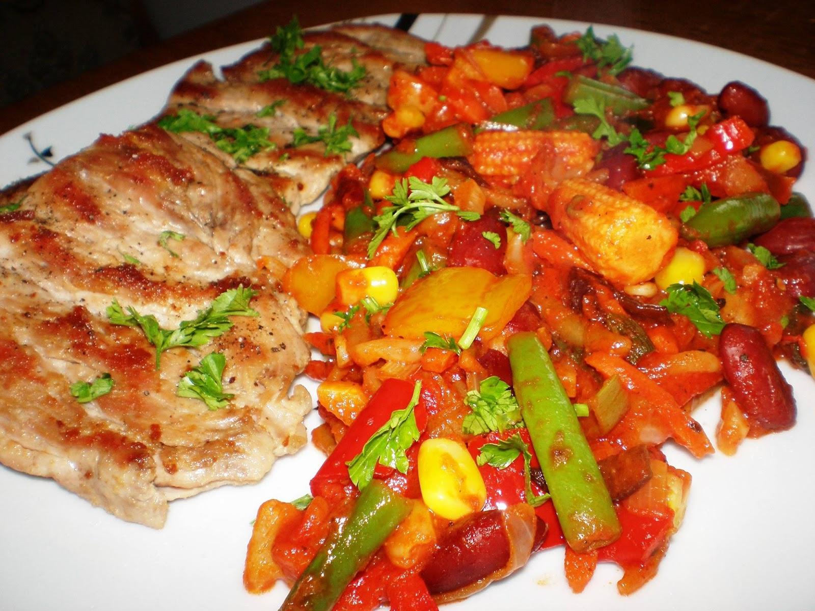 Mușchiuleț pe grill și legume mexicane în sos picant