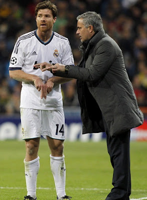 Xabi Alonso talking to Jose Mourinho during a Champions League match