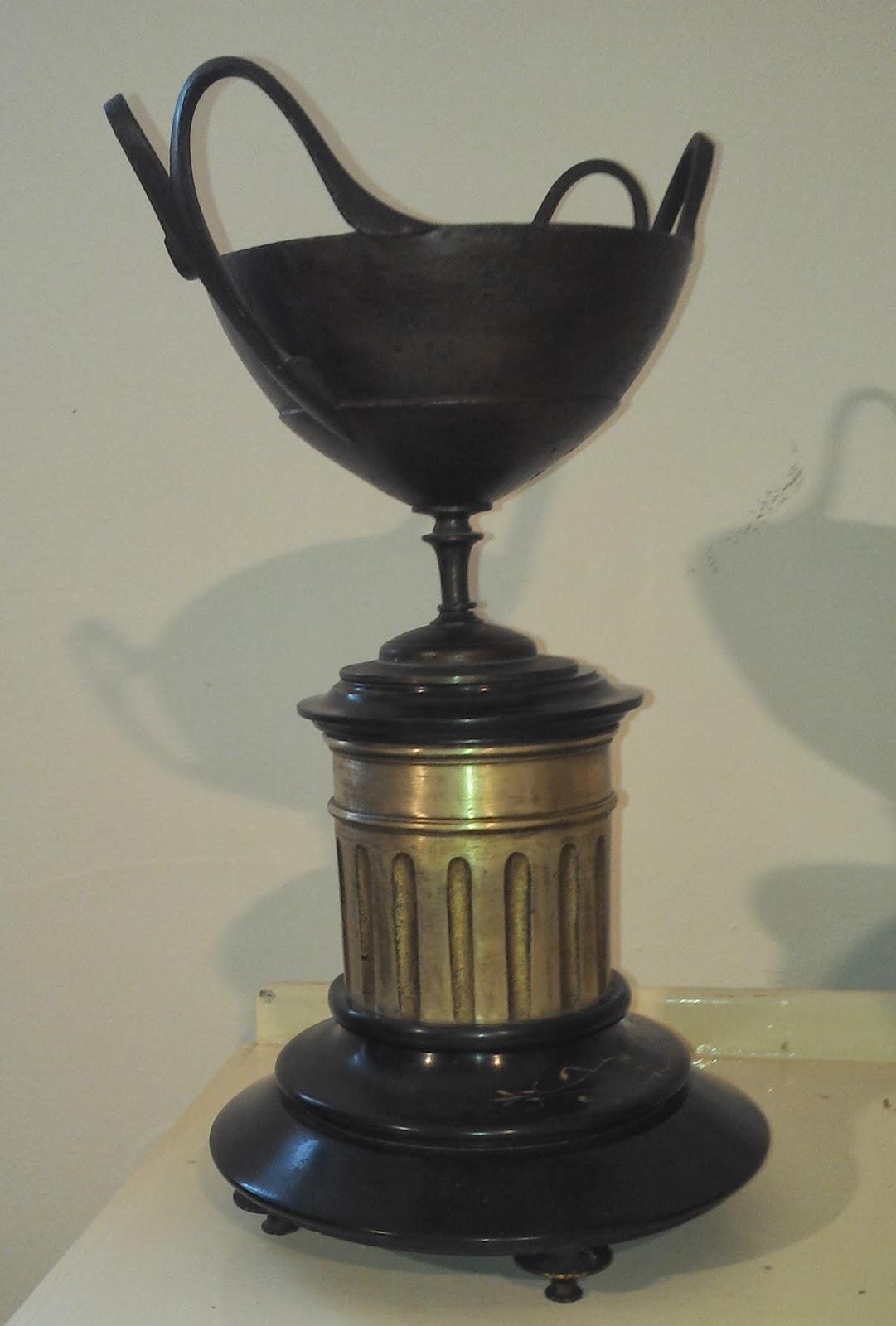 alten putz bronze kamin burg uhr bronze und schwarzem marmor uhrwerk. Black Bedroom Furniture Sets. Home Design Ideas