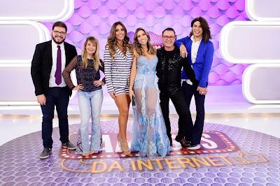 """Patricia com os integrantes do """"Famosos da Internet"""" (Foto Gabriel Cardoso)"""