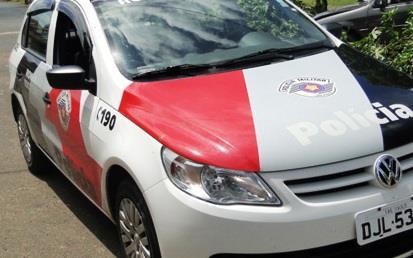 POLICIAIS MILITARES DA OPERAÇÃO VERÃO ILHA COMPRIDA PRENDEM TRAFICANTE EM FLAGRANTE