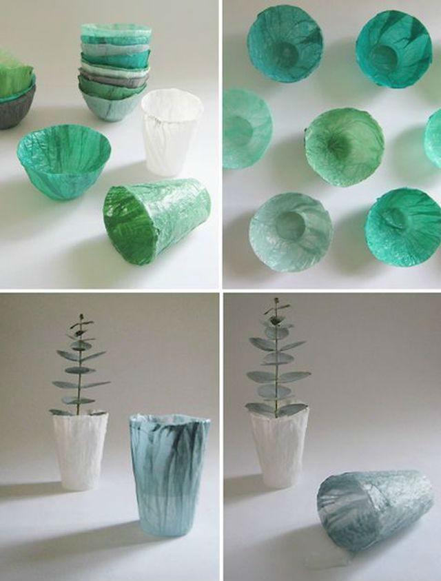 recipientes con bolsas de plástico recicladas