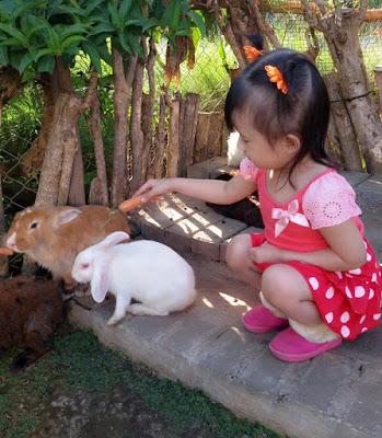 Mengenalkan Sikap Adanya Tuhan Kepada Anak Usia Dini cara mengenalkan tuhan kepada anak sikap mengenal tuhan pada anak membelajarkan anak mengenal tuhan