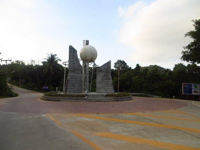 памятник на перекрестке
