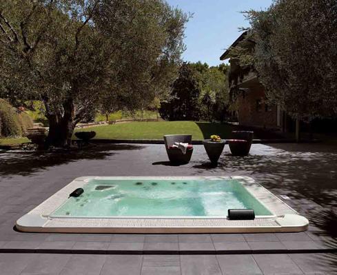 La piscina in giardino for Piscina in giardino