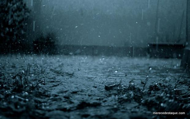 Cidade de Jataúba registrou forte chuva na noite desta sexta-feira, 22 de março
