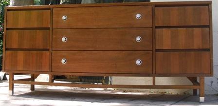 Stanley Furniture Black Bulls Eye Circle Backing And Metal Pull Dresser