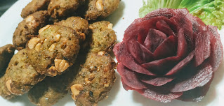 Deep fried Hara bhara kebab on garnished plate