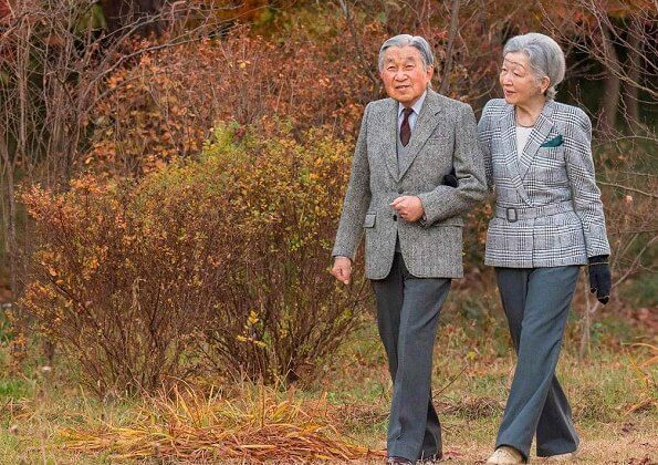 The Imperial Household Agency released new photos on the occasion of 84th birthday of the Emperor
