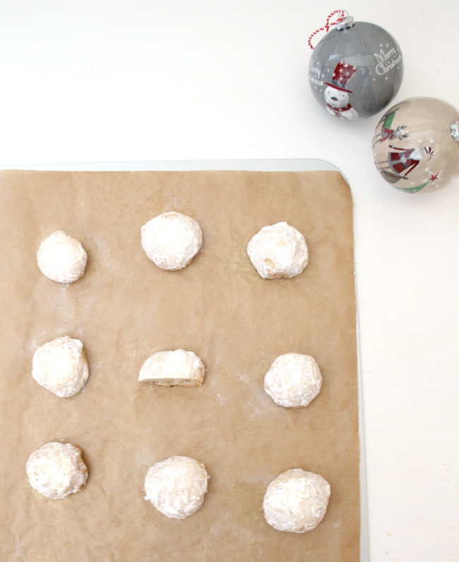 Snowball_cookies_above