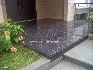 Lantai Granit Black Lactea Untuk Desain Teras Rumah
