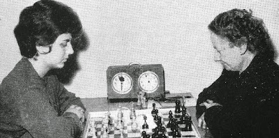 Partida de ajedrez María Luisa Puget vs Julia Maldonado en el Campeonato de Cataluña femenino 1963