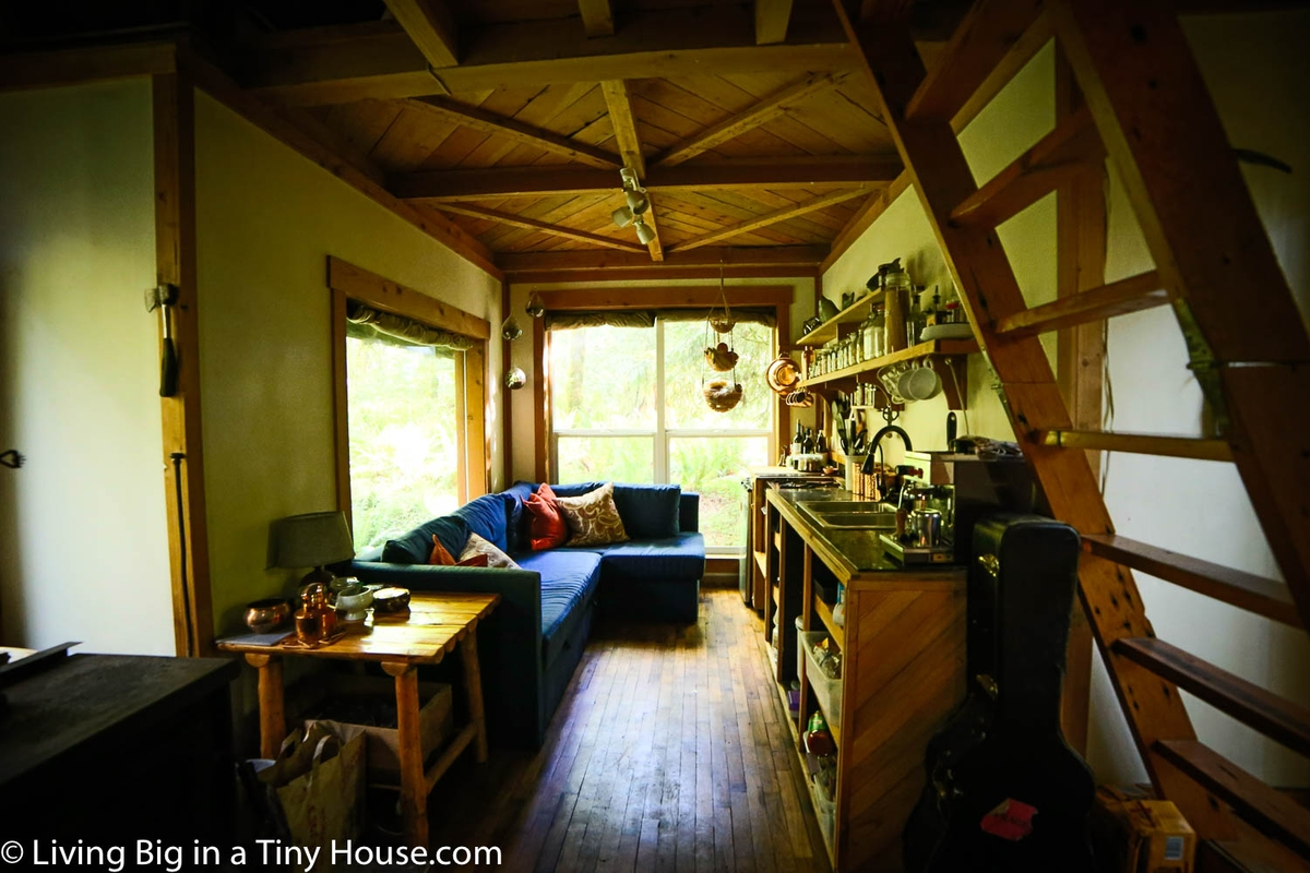 05-Internal-View-Jacob-Witzling-Recycled-Architecture-with-the-1-Bedroom-USD7500-Micro-House-www-designstack-co