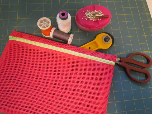 vinyl mesh zippered travel bag