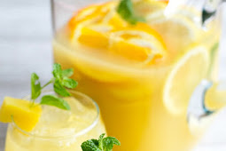 FRESH PINEAPPLE MINT PROSECCO PUNCH