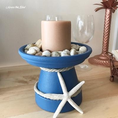 Pot terra cotta juga bisa jadi wadah lilin bertema laut yang pasti menarik