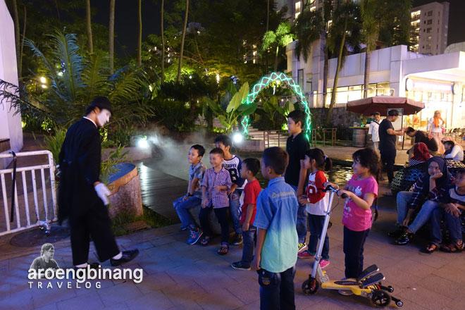 seniman pantomim live music scientia square park tangerang