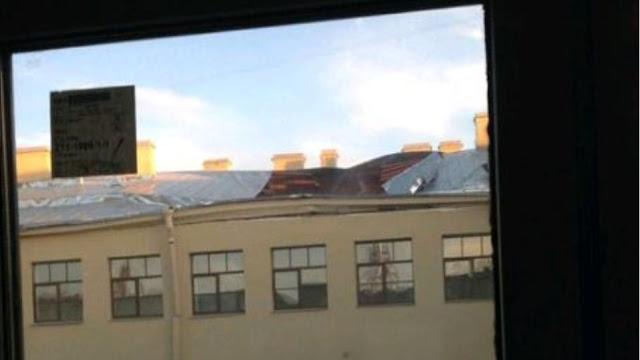 Αγ. Πετρούπολη: Κατέρρευσε τμήμα κτιρίου σε πανεπιστήμιο - Φόβοι για παγιδευμένους