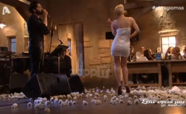 "(BINTEO) ""Έκαψε"" κόσμο η Ράνια Κωστάκη με το ""καυτό"" τσιφτετέλι της!"