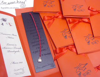 bomboniere laurea segnalibri incisi ciondoli personalizzate