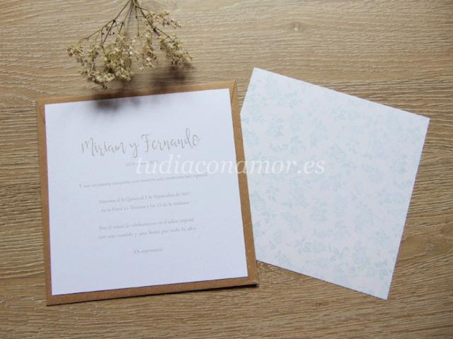 Si vuestra boda es rústica o romántica con un aire vintage, esta invitación de estampado floral es perfecta para vosotros