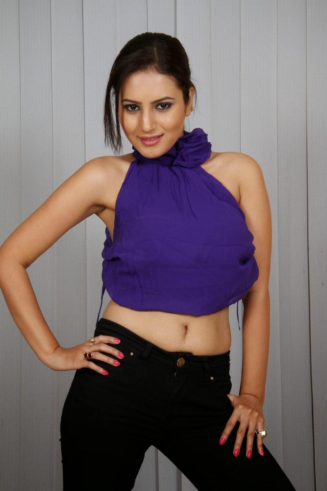 desi bhabhi anu hot navel black armpits exposing in sexy ...