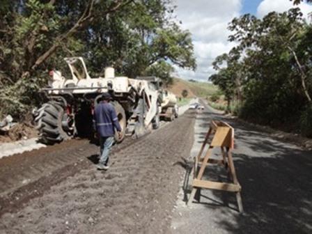 Obras de restauração da PE-075 avançam na Mata Norte