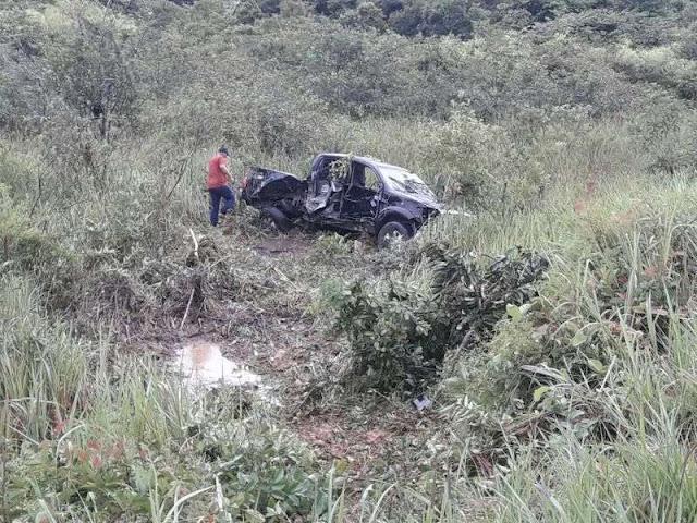 Após acidente violento na BR 364 condutor fica preso ás ferragens próximo a Porto VelhoApós acidente violento na BR 364 condutor fica preso ás ferragens próximo a Porto Velho