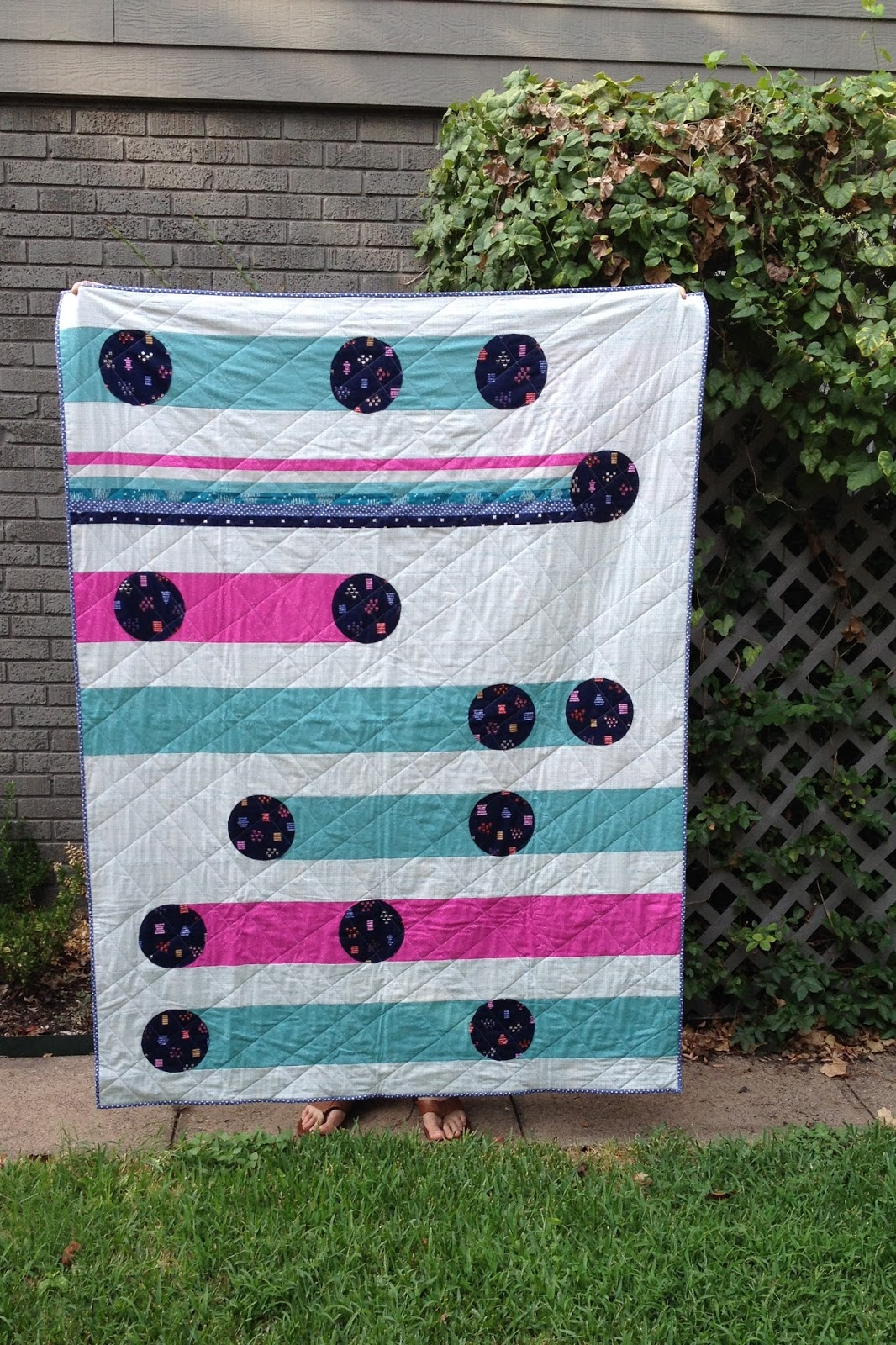 http://ablueskykindoflife.blogspot.com/2015/09/lucky-strikes-quilt-finish.html
