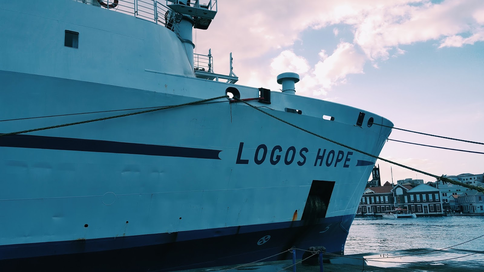 Book Boat in GND : Visiting the Logos Hope