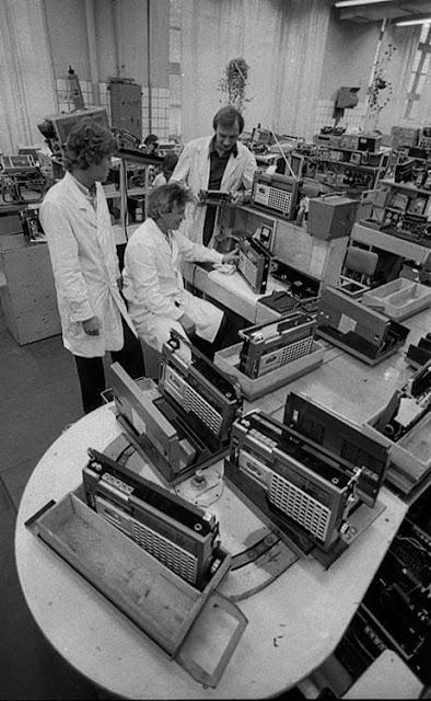 """Jurijs Žitluhins. Rūpnīca VEF. Magnetolu """"VEF Sigma"""" ražotne. 1978"""