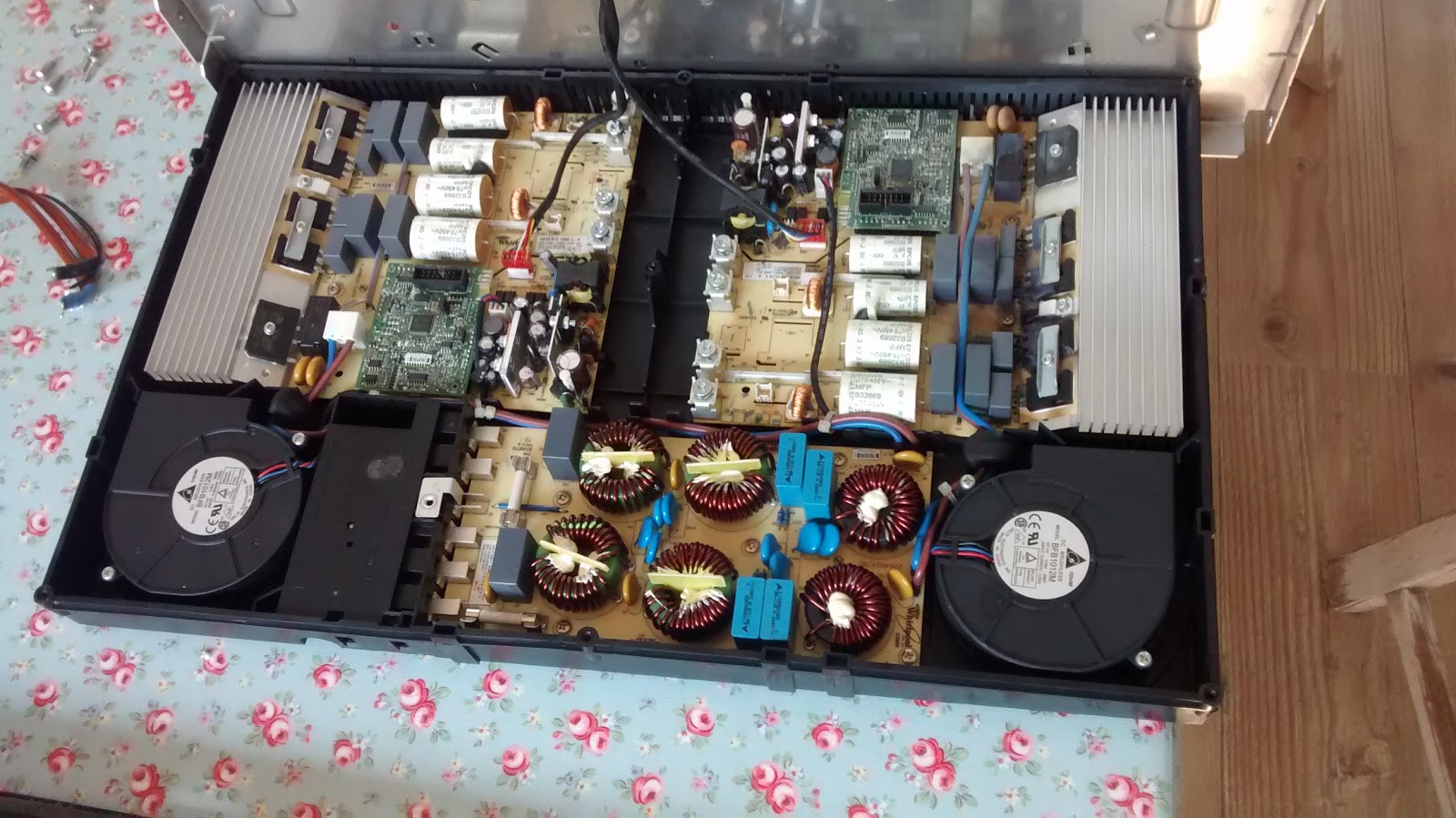 Superior After Unscrewing And Unplugging The Heating Element Wires, I Could Unscrew  The Top Metal Plate, To Get Inside The Box. It Has A Very Symmetrical  Layout, ...