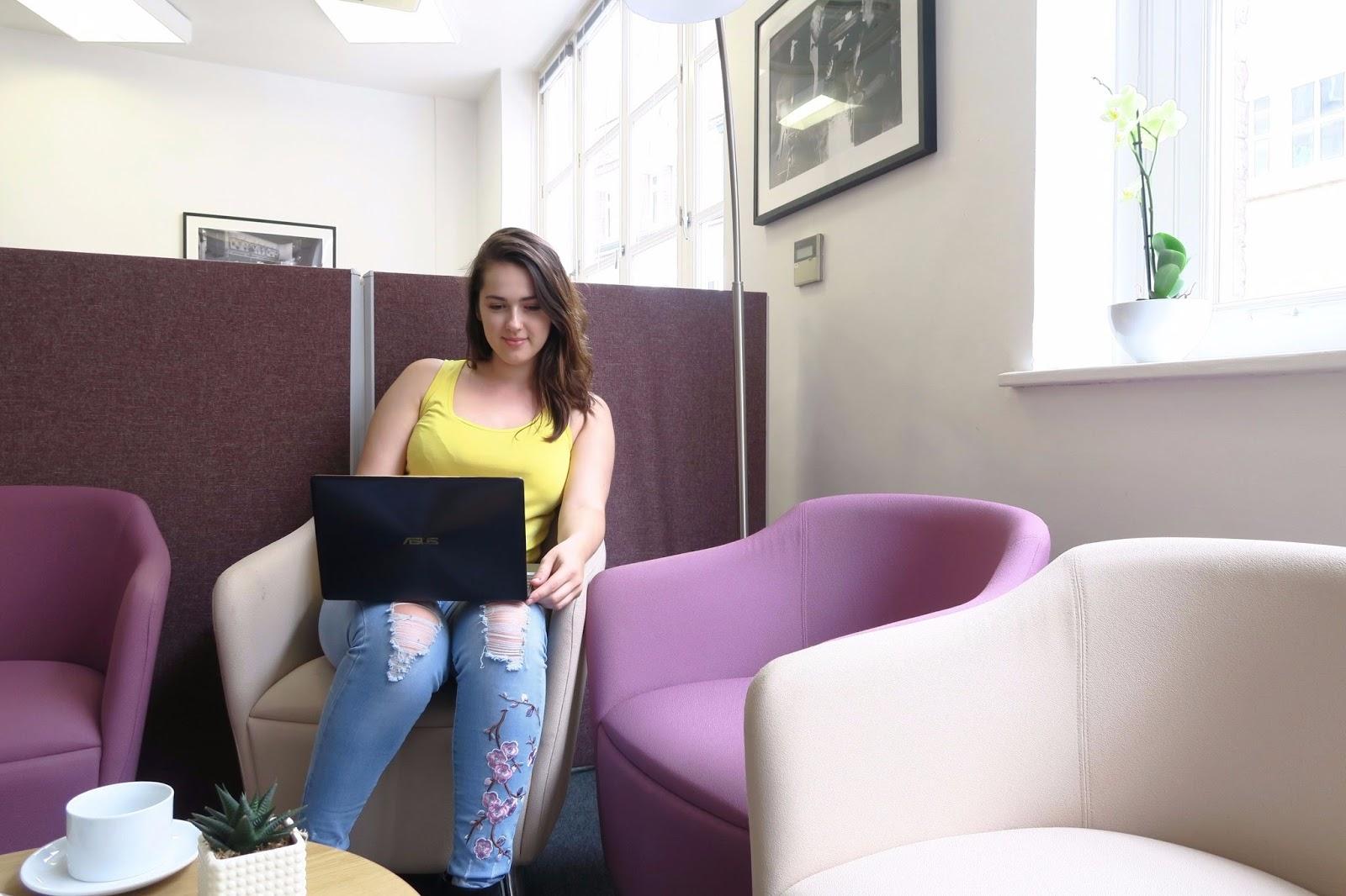 Natalie browsing on ASUS Zenbook 3