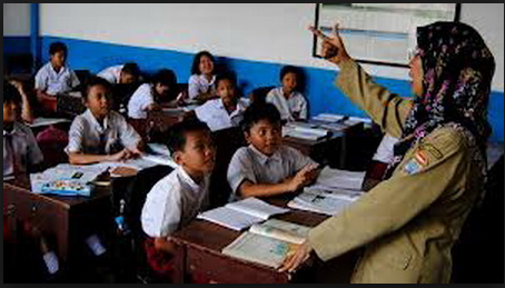 Benarkah?? Guru Honorer Lebih Pintar Ajarkan Literasi