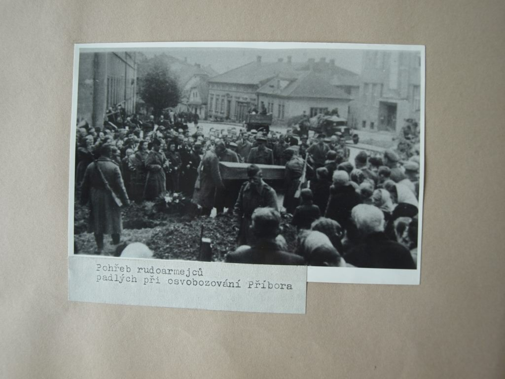 Похороны красноармейцев в Пршиборе