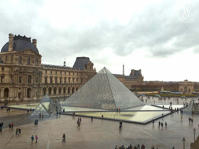 louvre pyramid and many people
